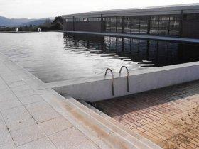 Nau piscina exterior acabada tractament de residus